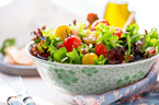 Bunter Salat um kalorienarm zu grillen